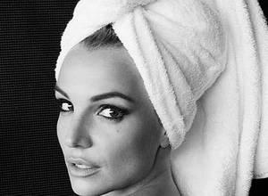 El sensual video de Britney Spears bañándose en una piscina