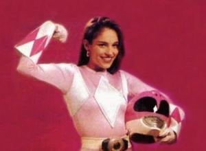 Así luce la Power Ranger rosa a sus 45 años de edad