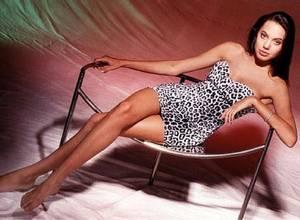 Estas fueron las primeras fotos de Angelina Jolie como modelo