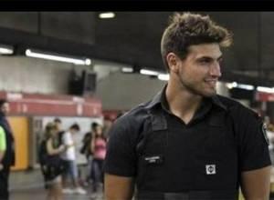 Este sexy policía brasilero calentó las redes sociales