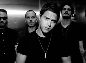 VINILOVERSUS estrena videoclip de 'Broken Cities', su nuevo tema