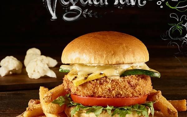 Prueba la deliciosa Colifor y Tomate Burger en el Hard Rock Café
