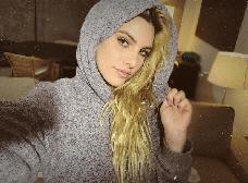 Esta venezolana apareció desnuda en el nuevo videoclip de Blink 182