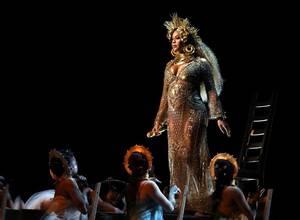 Beyonce se retira de Coachella y actuará en 2018