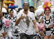 Enrique Iglesias estrena el vídeo de su nueva canción, 'Súbeme la radio'