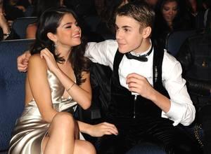 Aparecen fotos de Justin BIeber desnudo tras hackeo a Selena Gómez