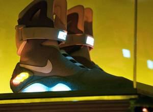 Venden por 92.100 dólares un zapato usado en 'Regreso al futuro II'