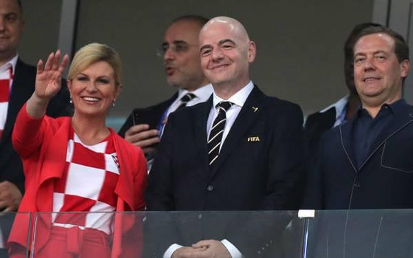 La presidenta de Croacia se descuenta sueldo por animar a su país en el Mundial