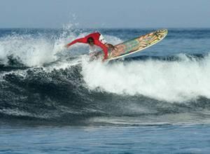 Surfista Gerhard Weil se corona en Costa Rica