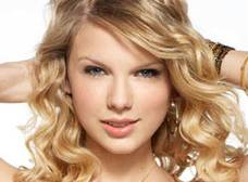 La cantante Taylor Swift reina en los premios Billboard