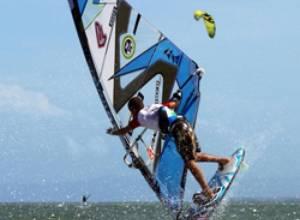 Playa El Yaque da vida a nuevos talentos de windsurf como Miguelito Bruggeman