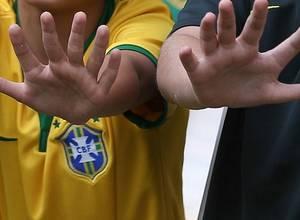 La familia de 6 dedos es el nuevo amuleto de la selección brasilera ¡WTF!