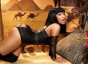[GIFS] Nicki Minaj meneando sus atributos