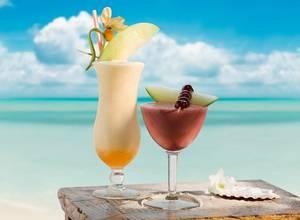 [TOP 8] Cócteles perfectos para disfrutar en la playa