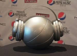 Los Amigos Invisibles con 5 estatuillas en los Pepsi Music