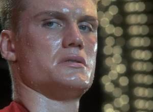 Boxeador noquea a tres personas en Rusia