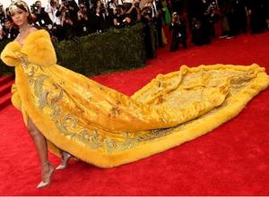 Los mejores memes del vestilo de Rihanna en la #MetGala