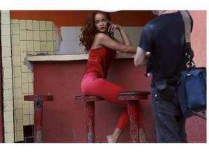 [MUSICALÍZATE] Adam Levine desnudo, el accidente de Enrique Iglesias, Rihanna en Cuba y más