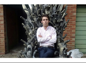 """Hicieron el trono de """"Game of Thrones""""...con dildos"""