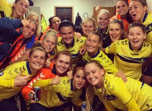 Futbolistas femeninas celebraron campeonato tomándose una foto desnudas