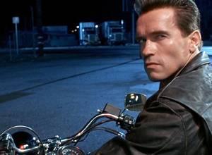 Arnold Schwarzenegger se vaciló a un gentio (+VIDEO)