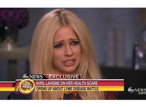 Avril Lavigne habla de su enfermedad entre lágrimas