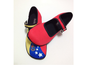 """Foto de zapatos """"Chocolaticas"""" genera polémica entre oficialistas en redes sociales"""