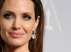 Esta foto de Angelina Jolie demuestra que su problema de delgadez no es nuevo