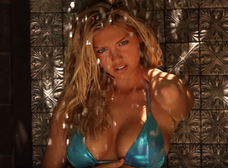 Kate Upton y su sensual baño para Sports Ilustrated [Video + Topless]