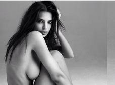 Emily Ratajkowski se desnuda en Instagram