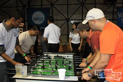 Gente rumbacaracas jugando futbolito de mesa for Mesa futbolito