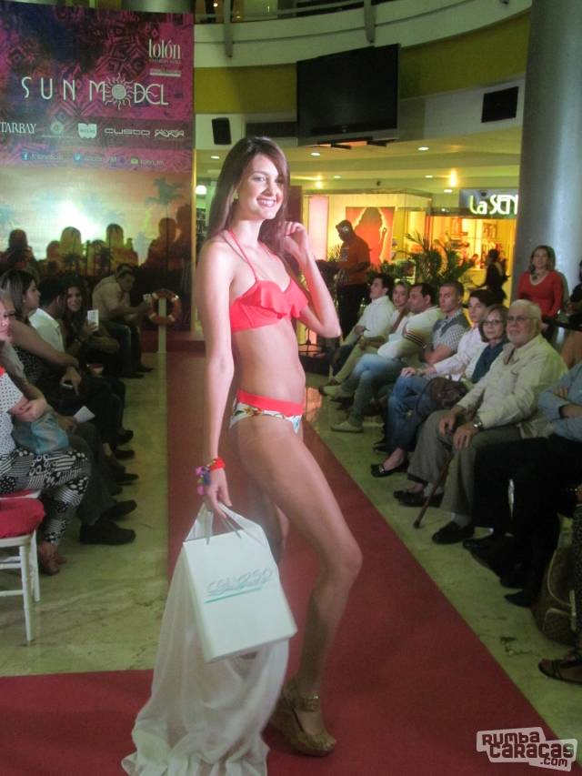 Tolón Fashion Mall comenzó el 2015 a la moda
