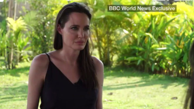 Angelina Jolie rompe a llorar al hablar de su divorcio con Brad Pitt