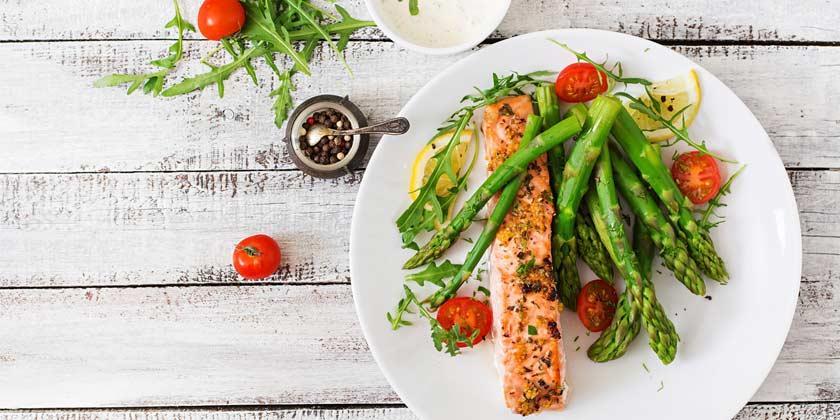 ¿Qué beneficios tiene hacer una cena ligera?