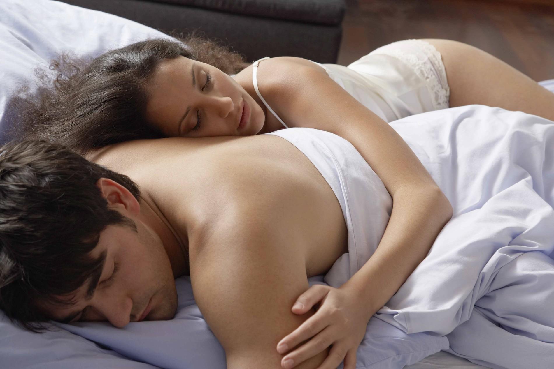 Una pareja sana antes de dormir