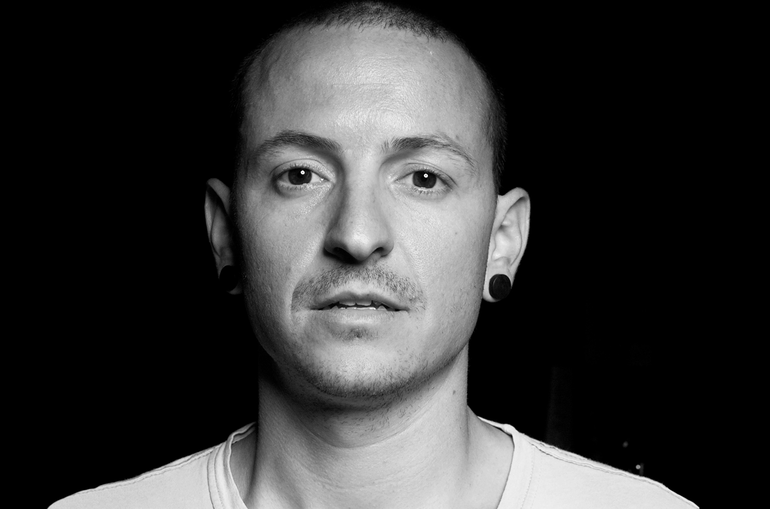 Mega-tributo a Chester Bennington con vocalistas de Korn, SOAD y más