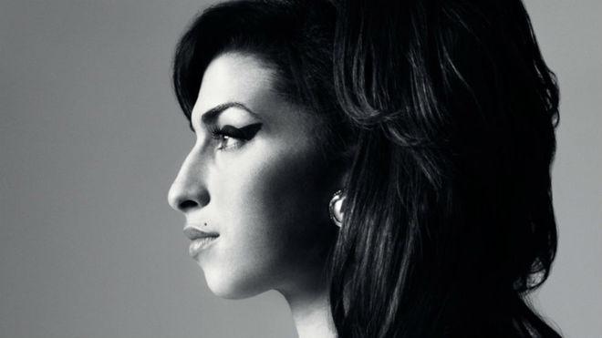 Sale a la luz un tema inédito que Amy Winehouse grabó con 17 años