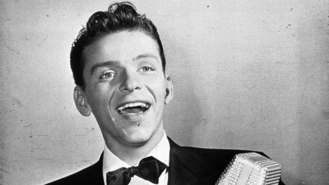 La voz de Frank Sinatra sigue viva 20 años después de su muerte