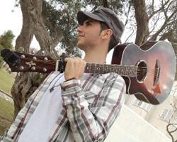 Tony Mateo seduce al mundo con su elegante voz
