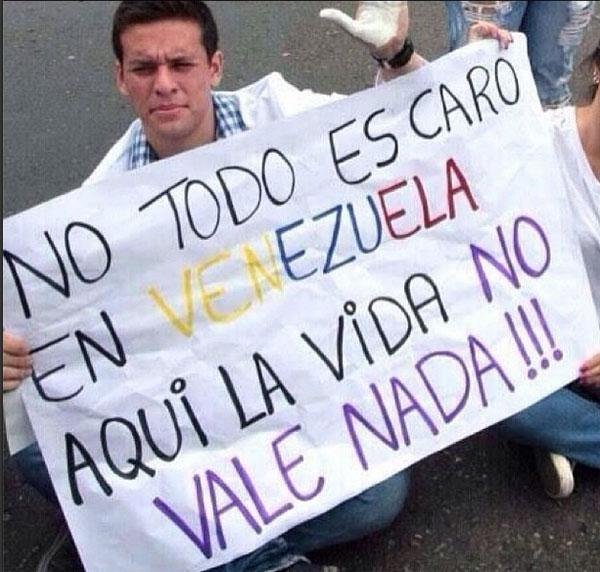 Resultado de imagen para protestas en venezuela pancartas