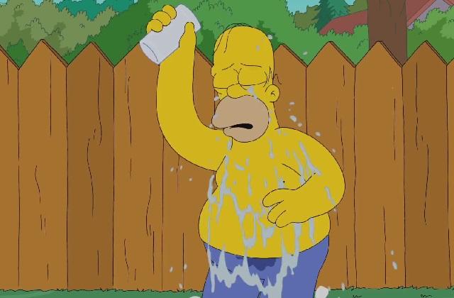 """[VIDEO] Así fue el """"Ice Bucket Challenge"""" de Homero Simpson"""