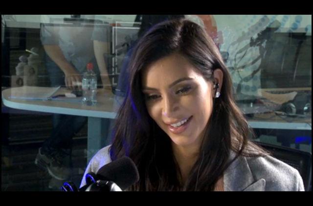 "[VIDEO] Así suena Kim Kardashian leyendo ""50 sombras de Grey"""