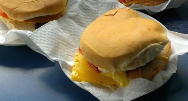 Points de ccs d nde resolverte con una buena hamburguesa for Casa clasica caracas
