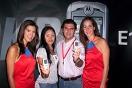 Fernando D´Annunzio junto a las promotoras de Digitel y Motorola