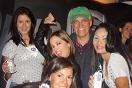 Bobby Coimbra junto a promotoras Motorola