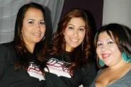 Las bellas promotoras de la agrupación MBC con Elvira Chacón