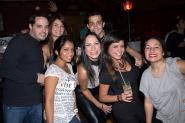 Azlin, Rosi y Saul con amigos