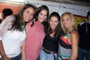 Chicas posando para el lente de Rumbacaracas.com
