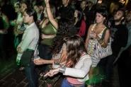 Chicas inspiradas bailando
