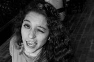 Fernanda haciendo caras simpáticas a la cámara